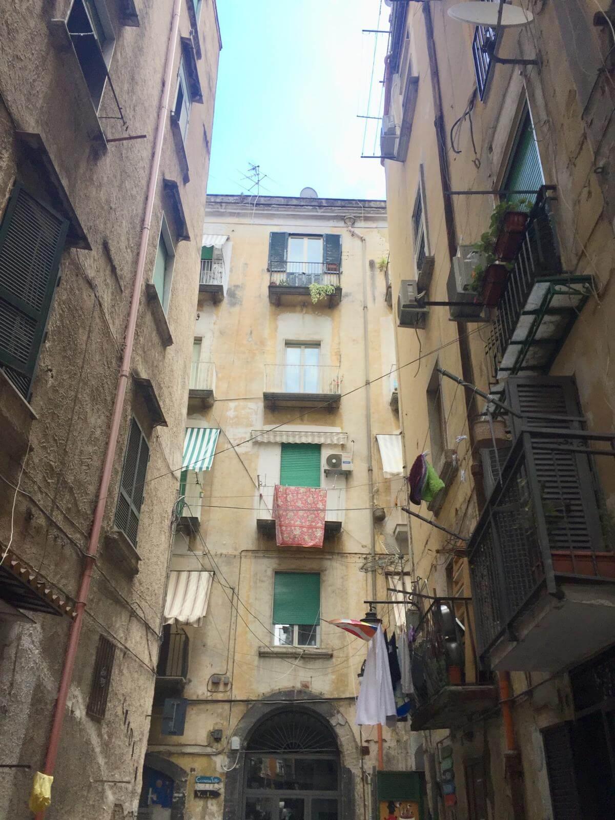 הרובע הספרדי בנאפולי