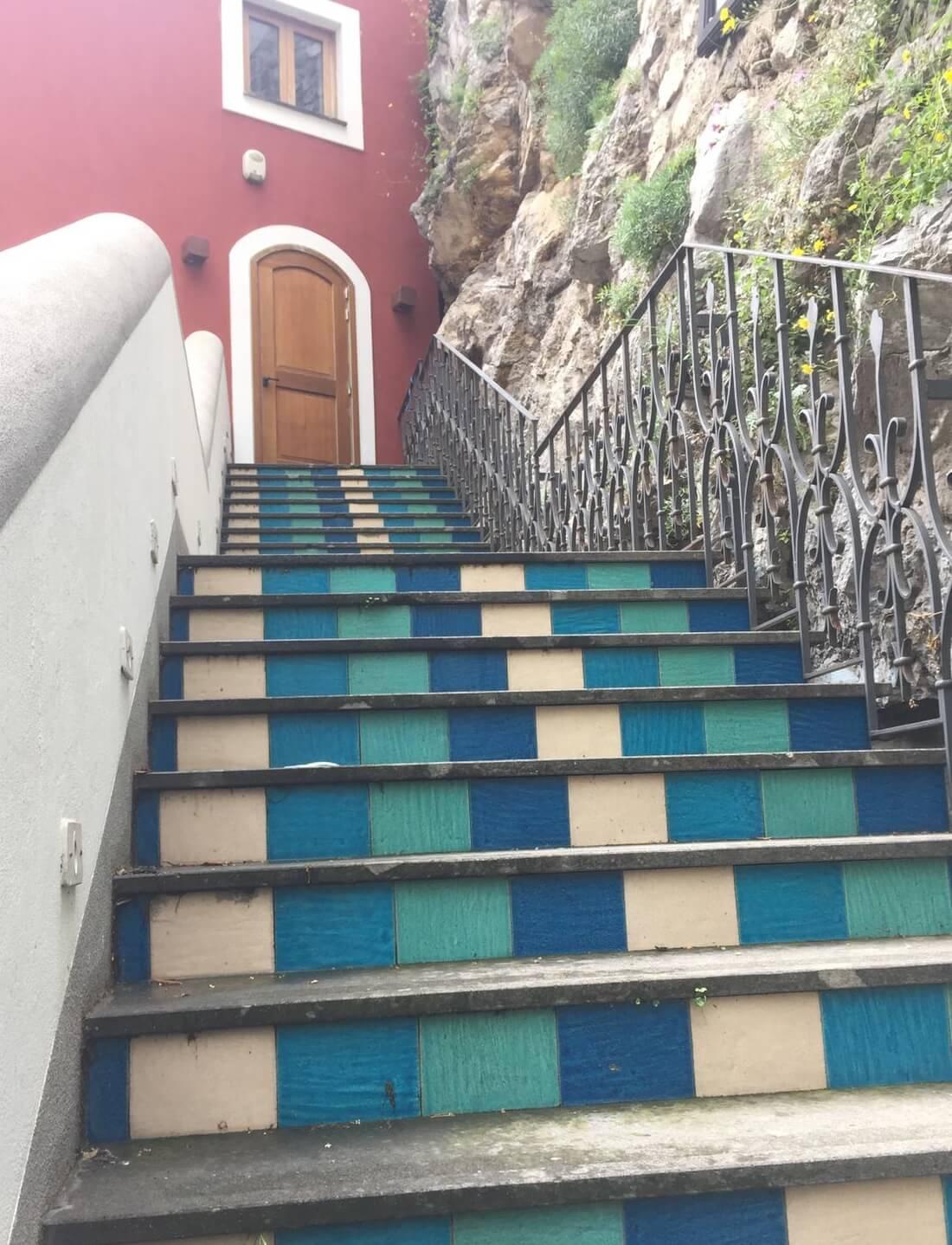 מדרגות צבעוניות בפוזיטנו