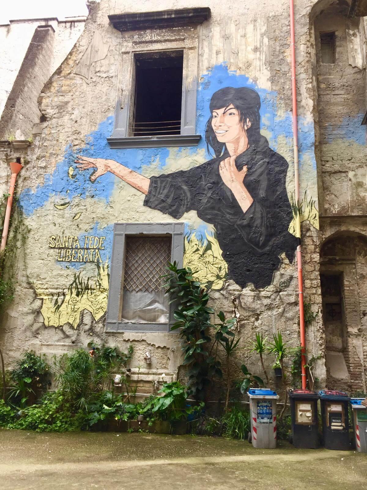 אמנות רחוב בעיר העתיקה בנאפולי