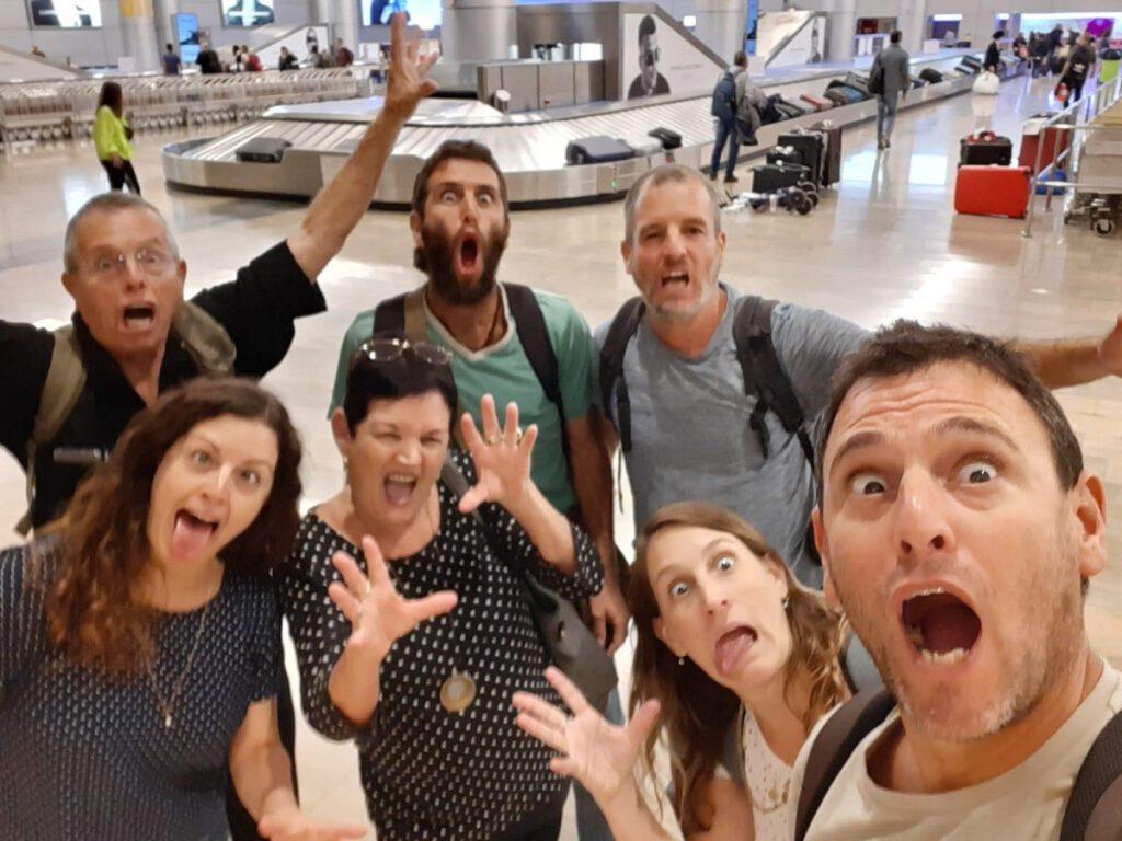 בשדה התעופה בחזרה בארץ