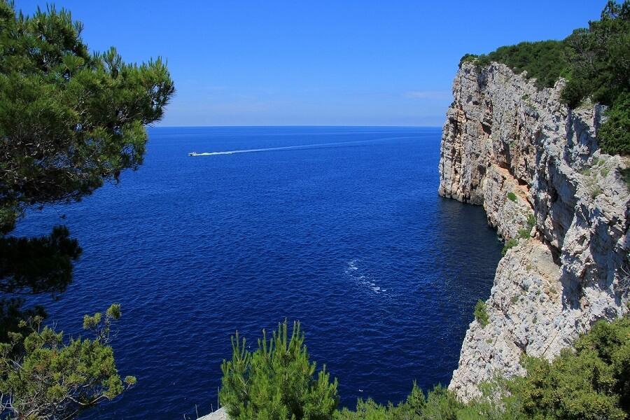 מפרץ לחוף הים האדריאטי בבקרואטיה